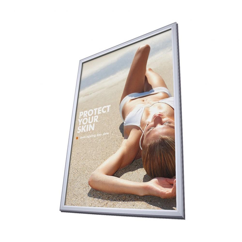 Jak prawidłowo stosować ramy na plakaty w reklamie swojej działalności?